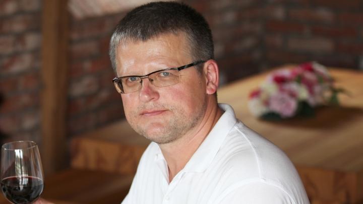 Bagātākais Latvijas ministrs Belēvičs ēd svaigus brieža pautus