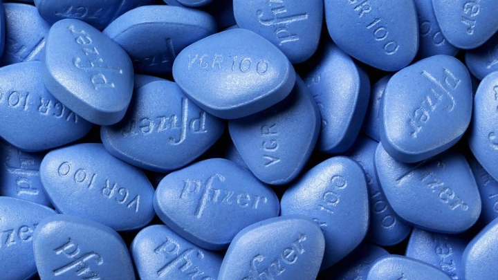 Rīgā notver sievieti, kas tirgojusi viltotas Viagra tabletes