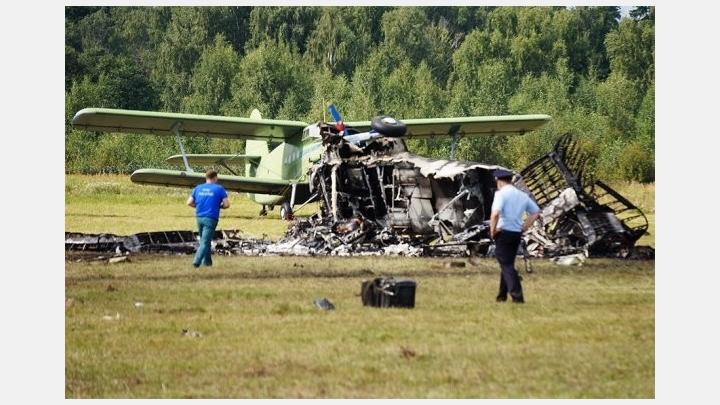 Pie Maskavas notikušā aviošova laikā, skatītājos nogāžas lidmašīna. Ir bojāgājušie