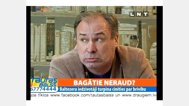 Tautas kalps Mārtiņš Bauze-Krastiņš fiziski pazemo un paceļ roku pret žurnālistu. VIDEO
