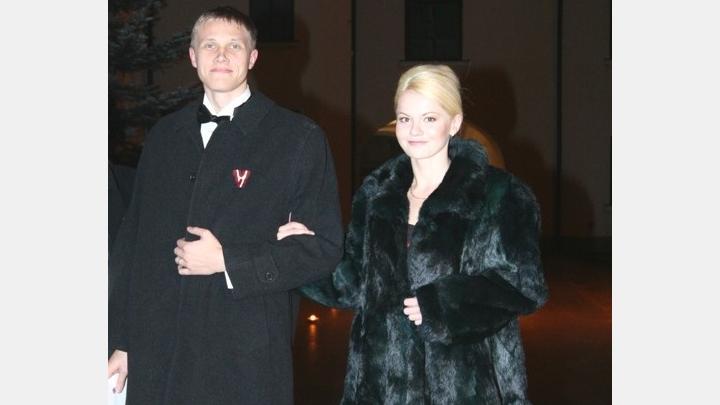 Ģimenisko vērtību propogandētājs Dombrava šķīries no sievas un uzsācis attiecības ar jaunu studenti