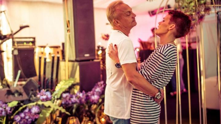 Šokējoši. Aktrisei Elīnai Dzelmei-Maliginai bijis liegts izteikt līdzjūtību vīra mātei un meitām