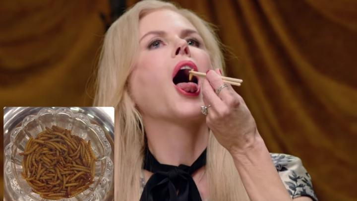 Nikola Kidmena ar kāru muti ēd kukaiņus, tārpus un vaboles (VIDEO)