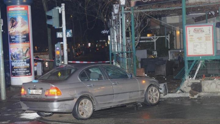 Autovadītājs Berlīnē ar Latvijā reģistrētu BMW ietriecies gājējos