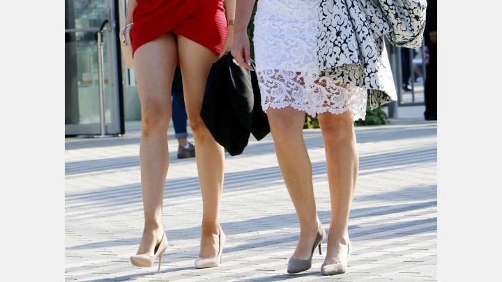 Labklājības ministres seksisms turpinās! Meitai koncertā tik īsa kleita, ka iztēlei vairs nepaliek nekā