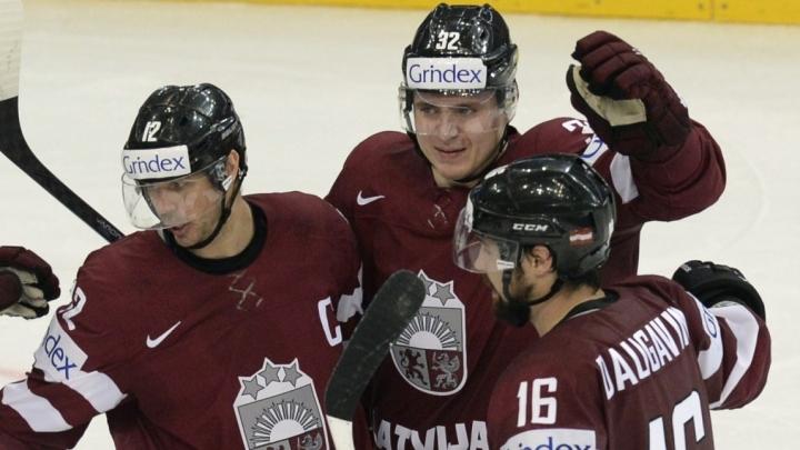 Latvijas izlases hokejisti dzīvo kā bezpajumtnieki