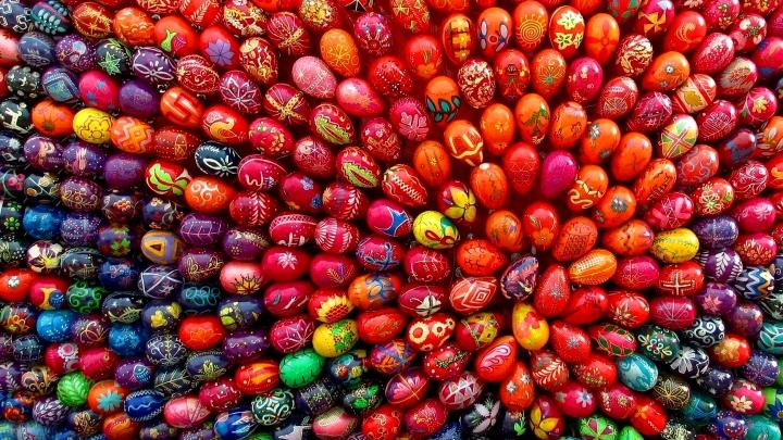 Priecīgas Lieldienas! Olu krāsošanas receptes un Draugiem.lv olu spēle