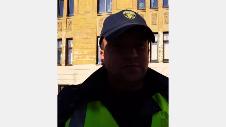 Džeriņš: ceļu policists Dagilis - daunis, taukpurnis, kurš ar kukuļos saņemto naudu nobarojis pakaļu