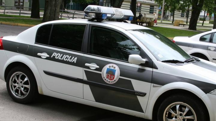 Policija piemēro sodu autovadītājai par braukšanu virs 200 km/h