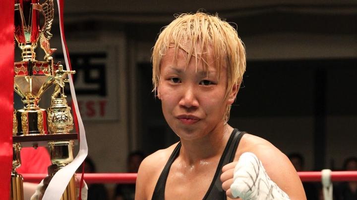 Pasaules čempione boksā maina dzimumu un cīnīsies ar vīriešiem