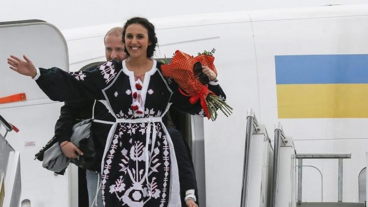 Eurovīzijas uzvarētājas vecākiem Krimā atņem biznesu un izņirgājas