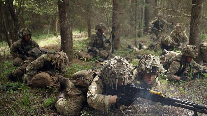 Pret NATO vērsts uzraksts pārsteidz Daugavpilī