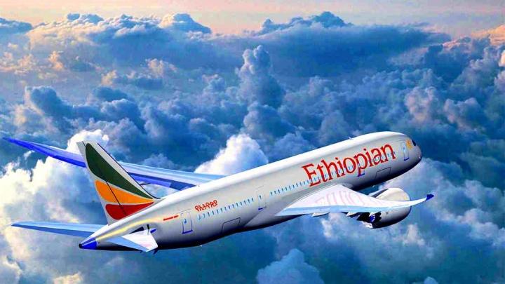 Āfrikā nogāzusies lidmašīna. Visi 157 cilvēki no 33 valstīm gājuši bojā. FOTO/VIDEO