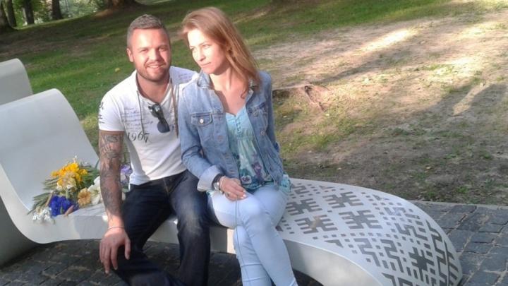 """Mantojuma skandāls. Valtera Frīdenberga tēvs un brālis vērsušies policijā pret """"pašpasludināto līgaviņu"""""""