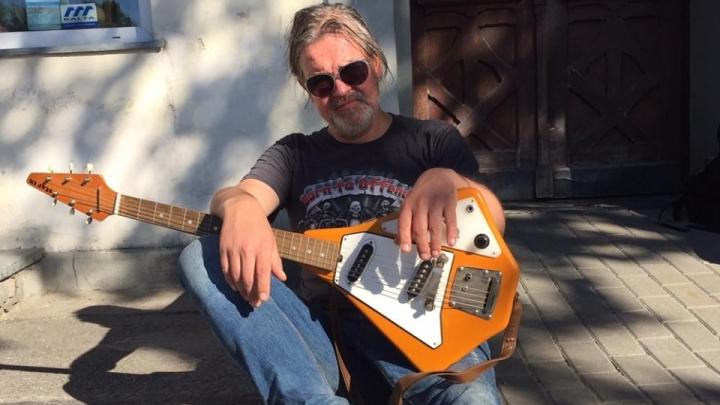 Traģēdija Latvijas rokmūzikas pasaulē. 48 gadu vecumā īsi pēc koncerta mūžībā aizgājis grupas LINGA mūziķis