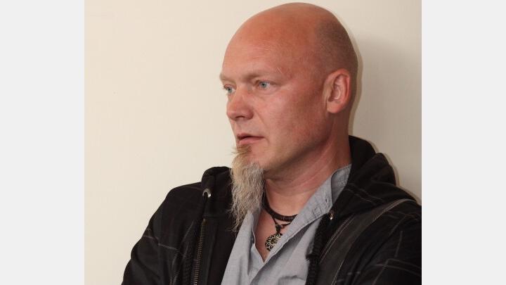 Vecāku izmisums. Latvijas kabarē 'tēva' Viktora Runtuļa dēls 29 gadu vecumā izdara pašnāvību
