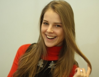 Modele Alise Znaroka prezentē savu mīļoto