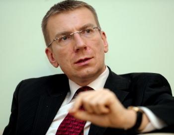 Ārlietu ministra Rinkēviča mīļotais vīrietis esot paša darbinieks