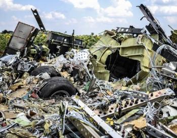 VIDEO: Kā izskatījās uz zemes brīdī, kad nogāzās Malaizijas lidmašīna