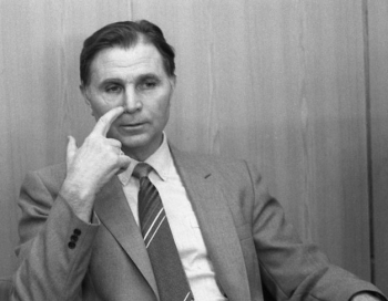 Miris leģendārais hokeja treneris Viktors Tihonovs