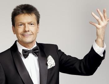Šodien Latvija atvadās no pazīstamās TV zvaigznes Ērika Niedras