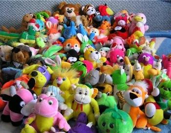Šausmas! Latvijā 70 bērni gadā norij rotaļļietas - IETEIKUMU VIDEO
