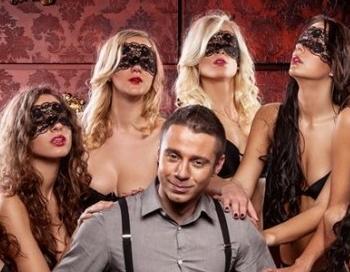 Fotogrāfs Sokolovs atklāti stāsta, kā seksa laikā pārmocījis savu locekli
