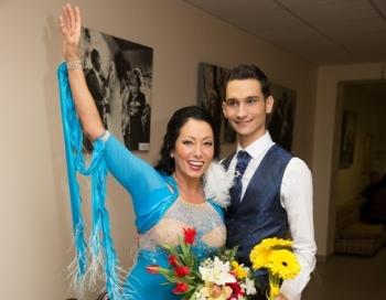 Dejo ar Zvaigzni pamet šarmantā Lola Novikova