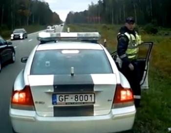 Policisti soda Rīga-Ventspils autobusa vadītāju par pašu izraisītu nekaunību