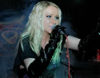Seksīgākā kristiešu dziedātāja Lolija Lieldienās piedāvā jaunu dziesmu