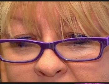Sievietei Rīgā par milzu naudu mēģina notirgot apšaubāmu kosmētiku