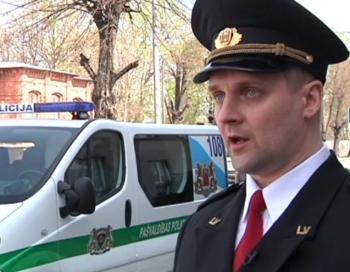 Pašvaldības policija pret miermīlīgu taksometra vadītāju pielieto elektrošoku, spēku un asaru gāzi