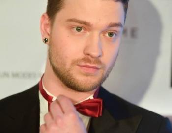 Modes blogerim Denisam Ševeļovam draud ar nožņaugšanu