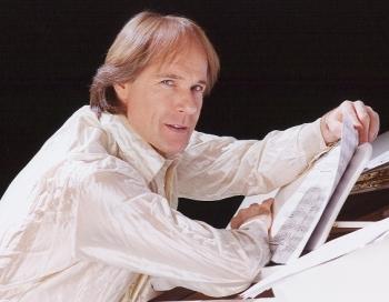 Ar vienīgo koncertu Latvijā uzstāsies populārais franču pianists Ričards Klaidermans
