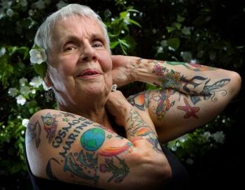 Pazūd 79 gadus vecs tantuks, kuru negaidīti atrod tetovēšanas salonā