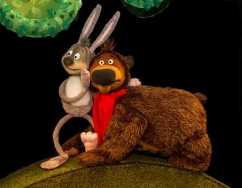 Latvijas Leļļu teātrī gaidāma izrādes par lācīti Duglasu: Kur ņemt vienu apkampienu? pirmizrāde