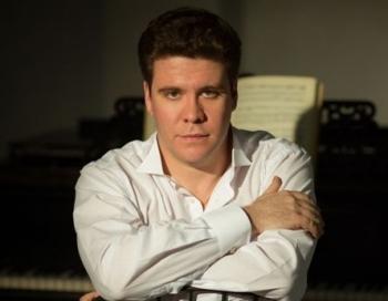 Latvijas Nacionālajā operā koncertēs pianists Deniss Macujevs