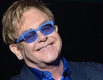 Tiek pamatīgi izjokots Eltons Džons