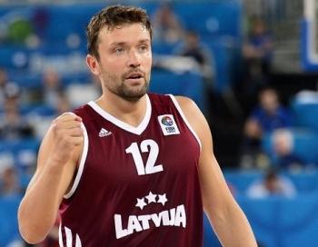 Latvija neizmanto iespēju uzvarēt grieķus un zaudē rezultatīvā spēlē