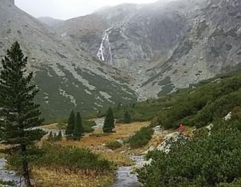 Divām kalnos bojā gājušām latvietēm ceļojumu uzdāvināja pašu bērni
