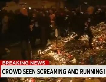 VIDEO: Piemiņas brīdī Parīzē izceļas panika