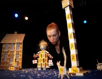 Pie Leļļu teātra skatītājiem atgriežas sirsnīgā Ziemassvētku pasaka Meitene ar sērkociņiem