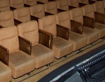 LabieDarbi.lv aicina ziedot jaunu Latvijas Leļļu teātra krēslu iegādei