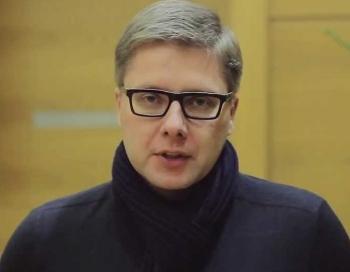 Ušakovs valdību nosauc par bezformīgu galertu