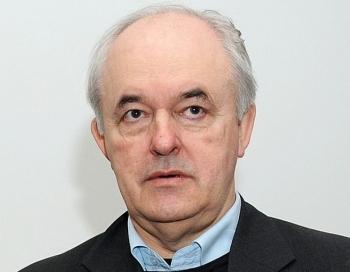 Žurnālists Avotiņš uzskata, ka uzticēt valdības veidošanu Āboltiņai ir tas pats kas šizofrēniķim