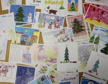 Stradiņa slimnīcas darbinieku bērni dāvina pacientiem savus zīmējumus