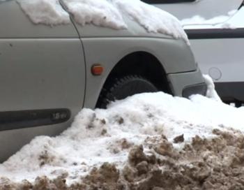 Rīgā var draudēt 350 eiro sods, ja netiks notīrīts sniegs no auto