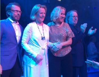Uz skatuves atkal apvienojas mūzikas grandi ABBA