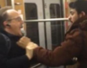Minhenē migrantu grupa uzbruka diviem pensionāriem