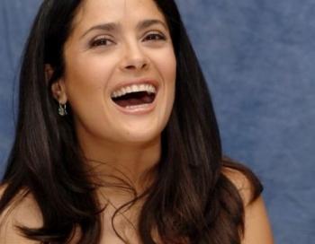 Populārā aktrise Selma Haijeka smagi krīt filmēšanas laukumā